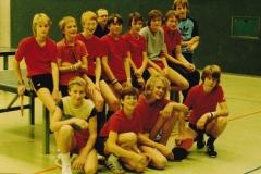 Jungen diverse Teams VR 1983/84. Hinten von links: Becker, Haffner, Krieg, Jugendleiter Krüger, Böltau, Goldinger, Radseck, Kuse, Schütz; vorne: Dold, Kretschmer, Rettich, Rosenberger